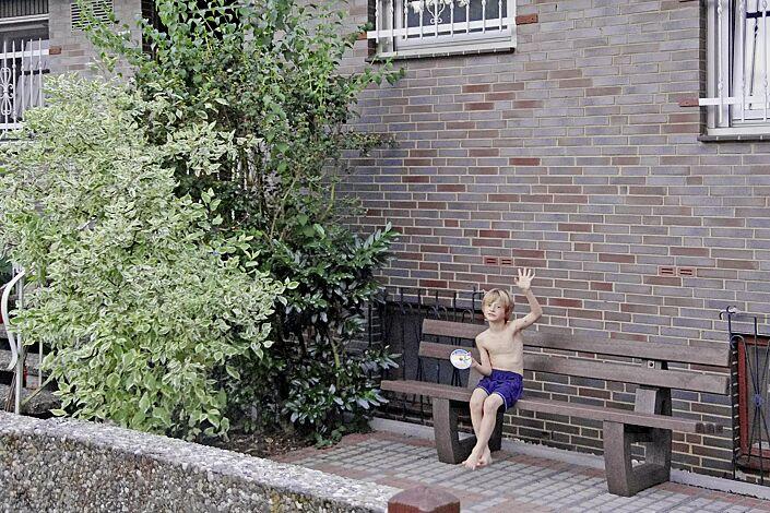Sitzbank MATERA mit Rückenlehne, aus Recycling-Kunststoff in braun