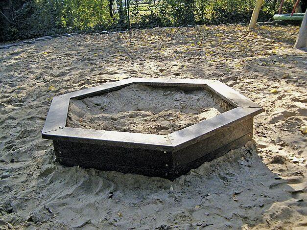 Sandkasten MAULWURF, sechseckig, aus Recyclingkunststoff