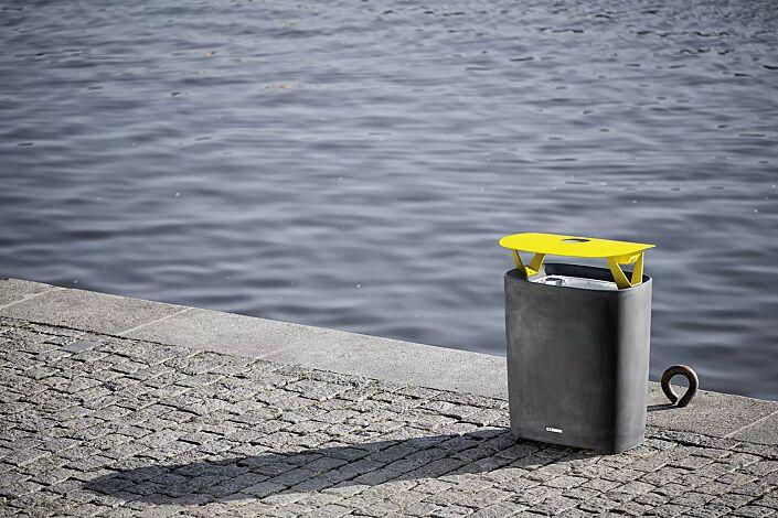 Abfallbehälter BETTER mit Schutzdach und Ascher, Behälter in dunkelgrau, Schutzdach in RAL 1021 rapsgelb