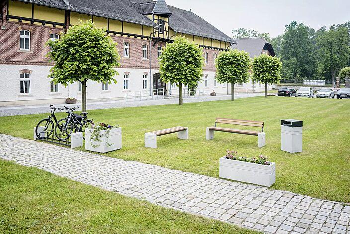 Kollektion BRNO bestehend aus Abfallbehälter, Sitzbank, Fahrradständer und Pflanzbehälter