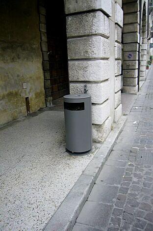 Abfallbehälter CIMA mit Ascher, in RAL 9007 graualuminium