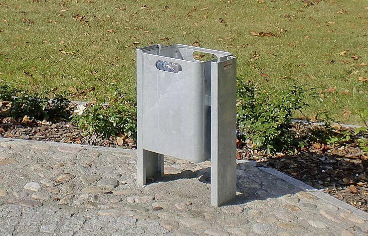 """<div id=""""container"""" class=""""container"""">Abfallbehälter CORNER, 35 Liter, zum Einbetonieren, feuerverzinkt</div>"""