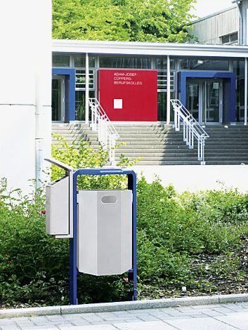 Abfallbehälter COVENTRY mit Ascher AVON, Abfallbehälter zum Einbetonieren, Rahmen in RAL 5010 enzianblau, Behälter und Ascher in RAL 9006 weißaluminium