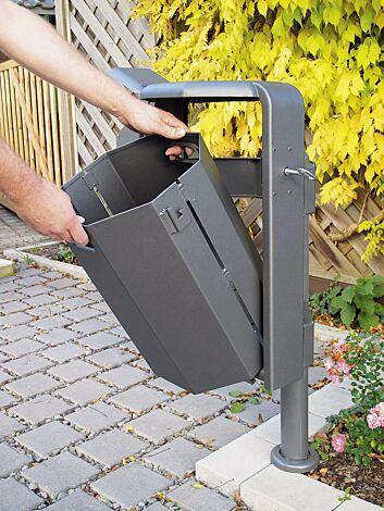 Abfallbehälter zum Entleeren abnehmen