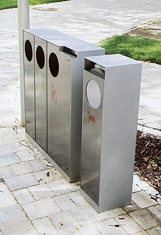 Abfallbehälter CRYSTAL TRIO mit 1 Ascher, 2 x 32 und 1 x 55 Liter, ohne Einwurfklappe, Edelstahl, Siebdruck in RAL 5002 ultramarinblau, RAL 1028 melonengelb und RAL 3020 verkehrsrot