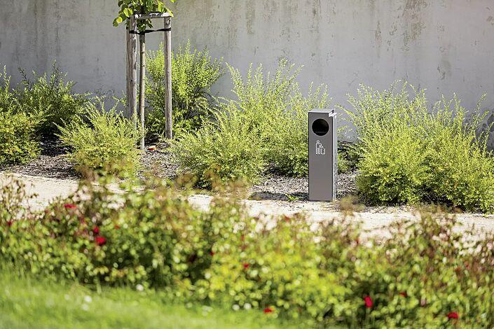 Abfallbehälter CRYSTAL mit Ascher, 32 Liter, ohne Einwurfklappe, Edelstahl, Siebdruck in RAL 9003 signalweiß