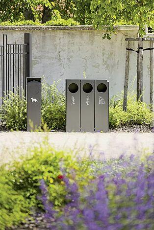 Abfallbehälter CRYSTAL TRIO mit 1 Ascher, 3 x 32 Liter, ohne Einwurfklappe, in DB 703 eisenglimmer, Siebdruck in RAL 9003 signalweiß