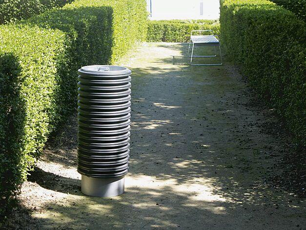 Abfallbehälter CYLINDRE, 56 Liter, mit Stahlsockel zum freien Aufstellen, in RAL 9006 weißaluminium