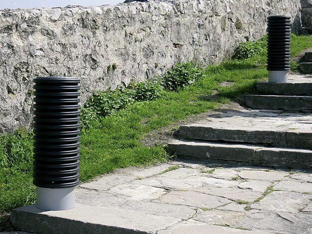 Abfallbehälter CYLINDRE, 35 Liter, mit Stahlsockel zum freien Aufstellen, in RAL 9006 weißaluminium