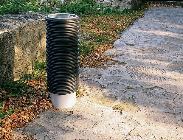 Abfallbehälter CYLINDRE, 56 Liter, mit Sockel zum freien Aufstellen, in RAL 9006 weißaluminium