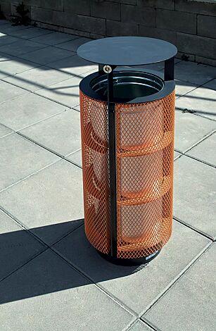 Abfallbehälter DIAGONAL, rund, mit Schutzdach, Korpus: Streckmetall, in RAL 7024 graphitgrau und RAL 2008 hellrotorange (zweifarbig auf Anfrage)