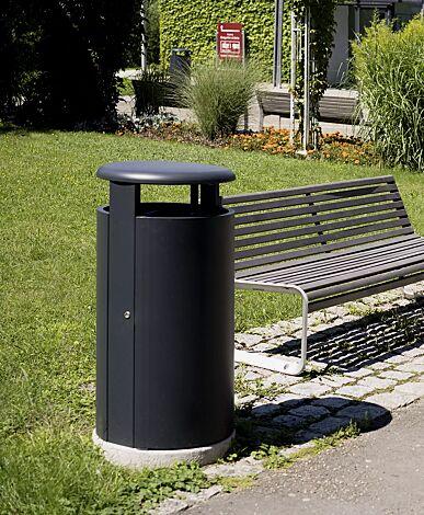 Abfallbehälter HERA in RAL 7016 anthrazitgrau und Sitzbank PORTIQOA mit Rückenlehne, mit Robinienholzbelattung