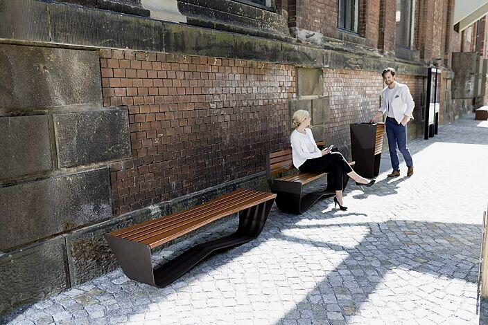 Kollektion KARMA bestehend aus Abfallbehälter und Sitzbank