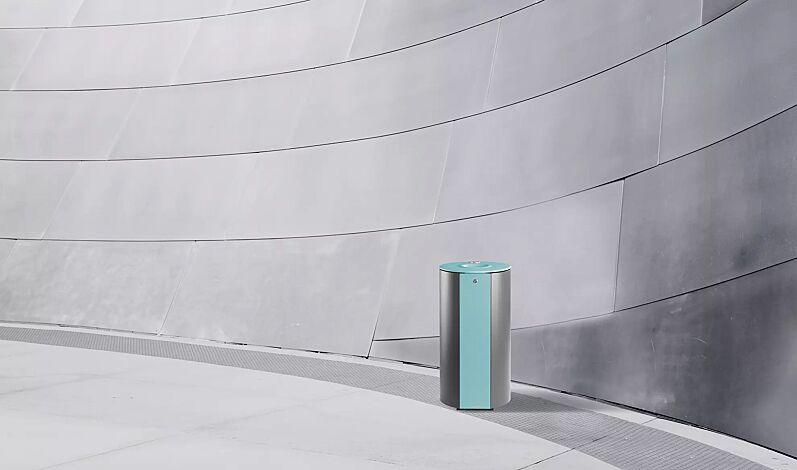 """<div id=""""container"""" class=""""container"""">Abfallbehälter MIANE mit Ascher, Stahlteile in RAL 6027 lichtgrün und RAL 9007 graualuminium</div>"""