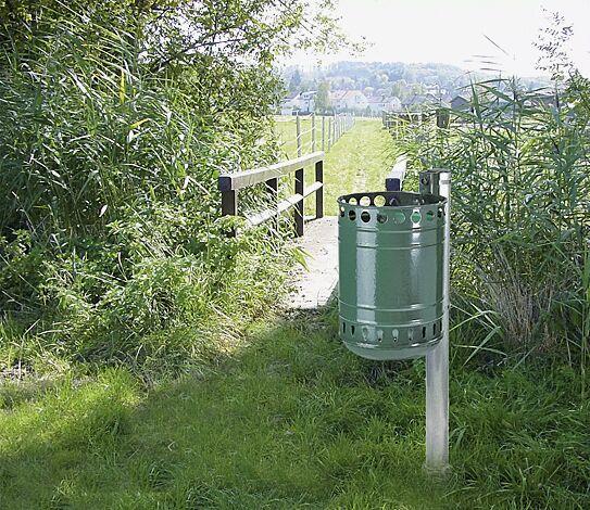 Abfallbehälter MÜNCHEN, in RAL 6001 smaragdgrün, Pfostenbefestigung (Zubehör)