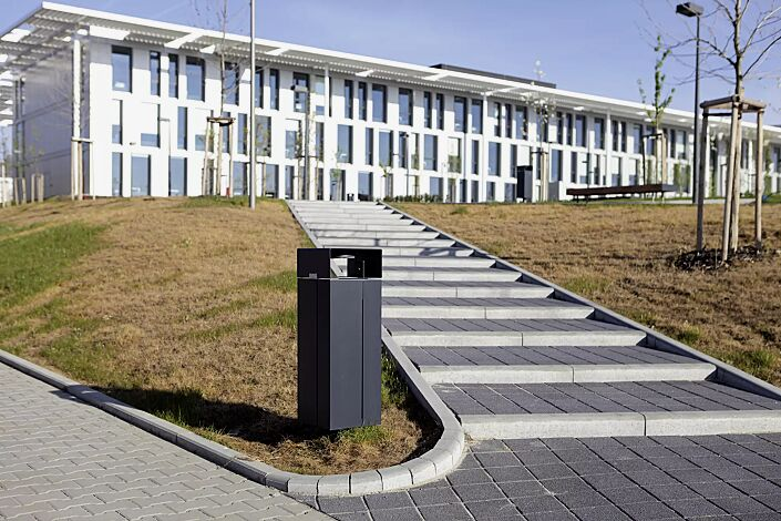 Abfallbehälter NANUK, quadratisch, mit Schutzdach und Ascher, Korpus: Stahlblech, in RAL 7016 anthrazitgrau