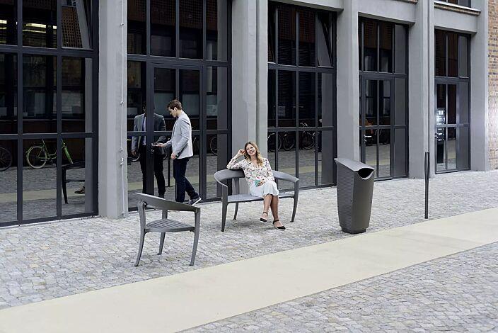 Kollektion NASTRA bestehend aus Abfallbehälter, Sitzbank, Sitz und Poller