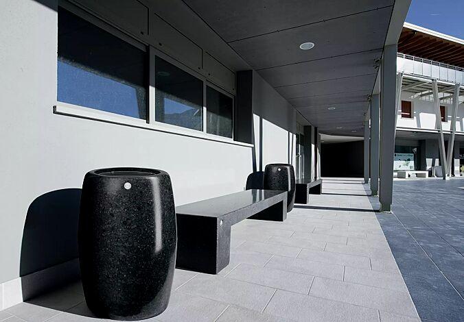 Abfallbehälter PEGASO aus Marmor geschliffen, in schwarz ebano, ohne Schutzdach
