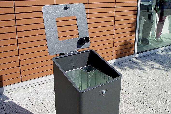 Detail: Abfallbehälter geöffnet