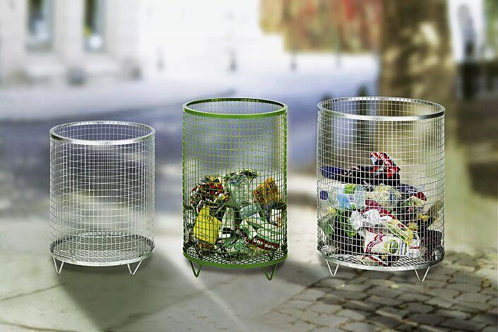 Abfallbehälter NELSON, zweimal mit Stahlblechboden und feuerverzinkt, einmal mit Drahtgitterboden in RAL 6010 grasgrün