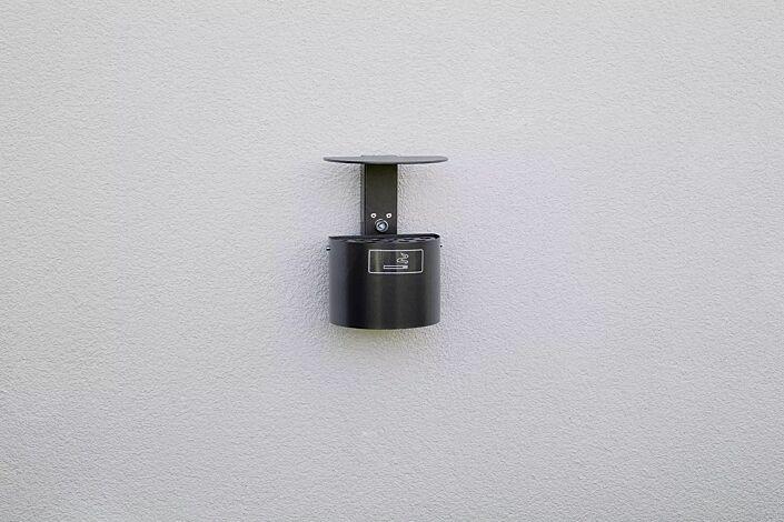 Halbrundascher KERRY mit Schutzdach, Wandbefestigung, in DB 703 anthrazit-eisenglimmer