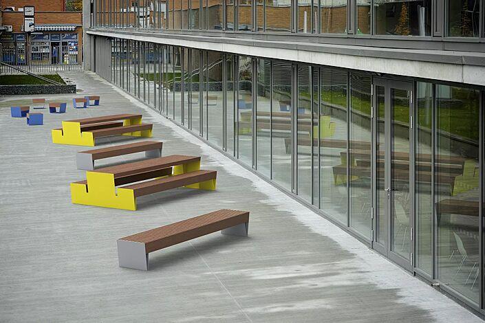 Bank-Tisch-Kombination BLOCQ mit Jatobaholzbelattung, Stahlteile in RAL 1021 rapsgelb sowie Sitz und Sitzbank BLOCQ