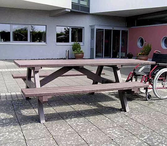 """<div id=""""container"""" class=""""container"""">Bank-Tisch-Kombination COMMON, je Tischseite 1 Rollstuhlstellplatz</div>"""