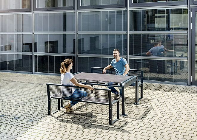 Bank-Tisch-Kombination ETHOS bestehend aus 2 Sitzbänken mit Rückenlehne und einem Tisch, in RAL 7016 anthrazitgrau