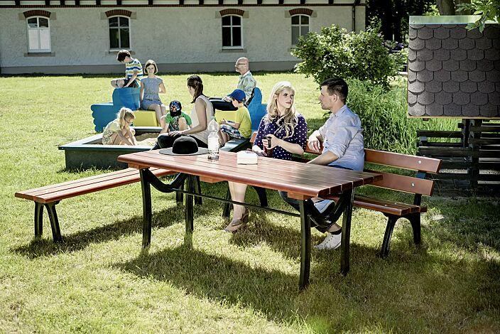 Bank-Tisch-Kombination ROMA mit Fichteholzbelattung, bestehend aus einem Tisch, Sitzbank mit und ohne Rückenlehne