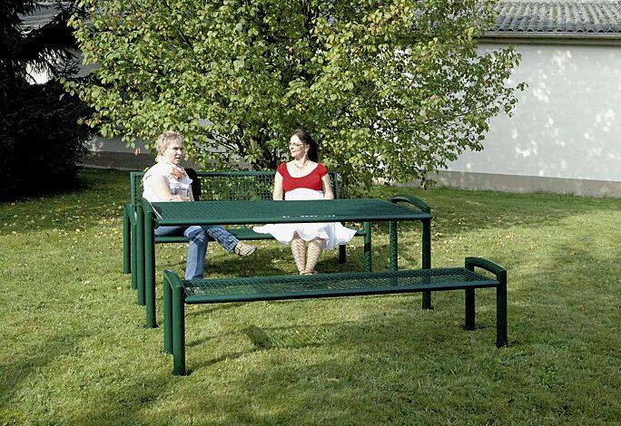 Bank-Tisch-Kombination TORRE bestehend aus Sitzbank mit und ohne Rückenlehne und einem Tisch, in RAL 6005 moosgrün
