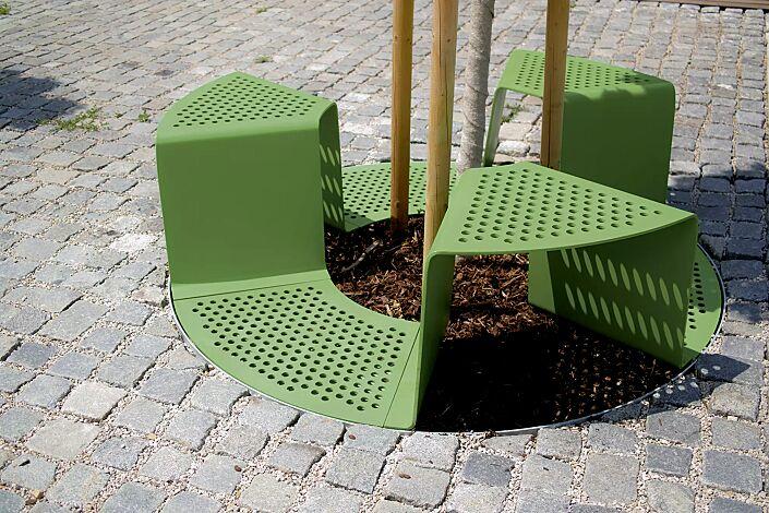 Baumschutzrost SINUS mit 3 Sitzen, Sitze ohne Kunststoffnoppen, in RAL 6010 grasgrün