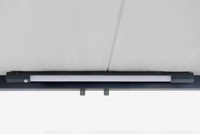LED-Decken- / Wandleuchte, mit Bewegungsmelder, Länge 1400 mm