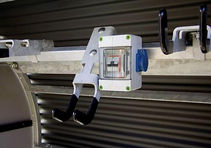 Detail: optional mit innenliegendem Stromanschluss 230 V lieferbar