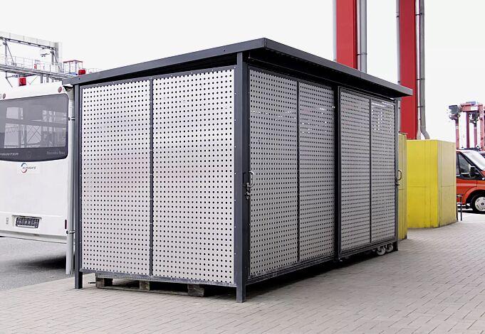 Fahrradhaus FORTUNA, für 8 Fahrräder, Dachbreite x Dachtiefe 4200 mm x 2500 mm, Dacheindeckung Stahlwellblech mit 3-seitiger Attika, Wände Aluminiumlochblech natur, Stahlkonstruktion in RAL 7016 anthrazitgrau