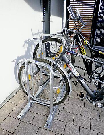 Fahrradparker MISSOURI-LIGHT einseitig 90°, tief / hoch, zum Aufdübeln bei +/- 0 mm, 4 Stellplätze, feuerverzinkt