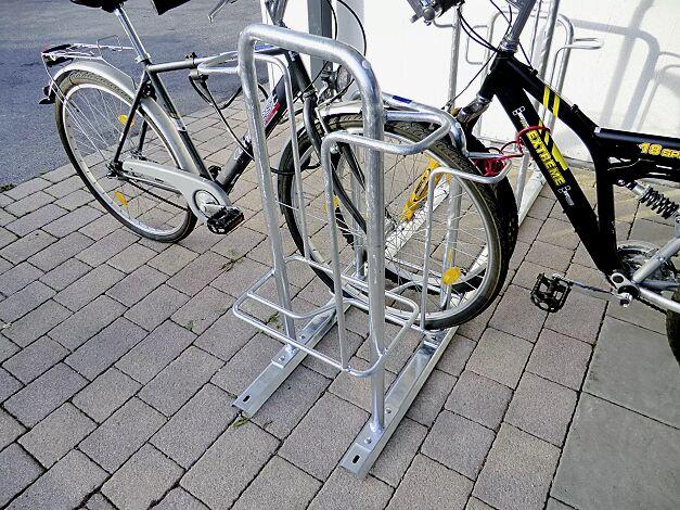 Fahrradparker MISSOURI-LIGHT doppelseitig 90°, tief / hoch, zum Aufdübeln bei +/- 0 mm, 8 Stellplätze, feuerverzinkt