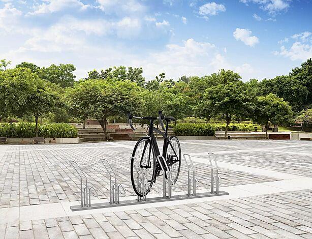 """<div id=""""container"""" class=""""container"""">Fahrradständer HERVEY einseitig 45° links, tief, zum Aufdübeln, 6 Stellplätze</div>"""