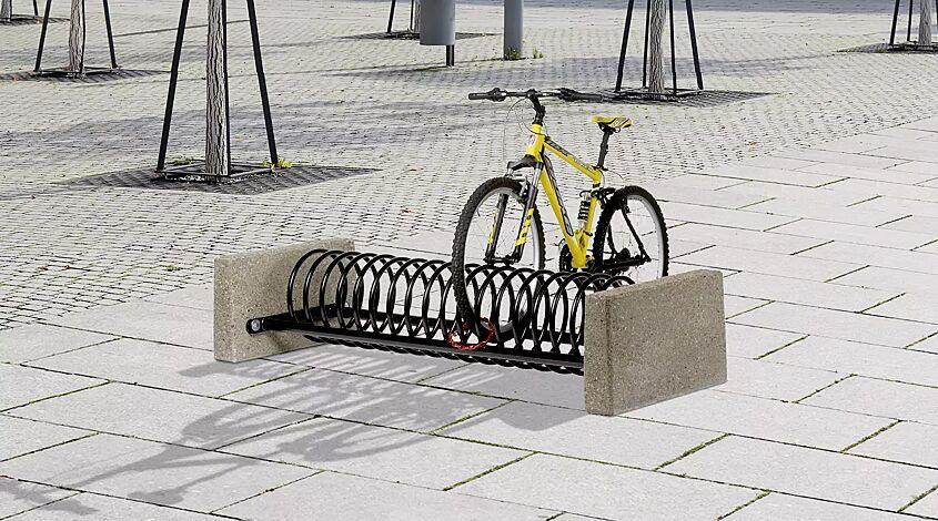 """<div id=""""container"""" class=""""container"""">Fahrradständer MEMPHIS mit Betonsockel, 4 Stellplätze, in RAL 9005 tiefschwarz</div>"""