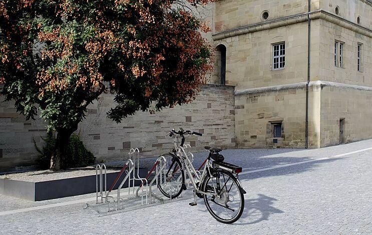 Fahrradständer MODESTA mit Anlehnbügel OAKLAND, einseitig, 4 Stellplätze