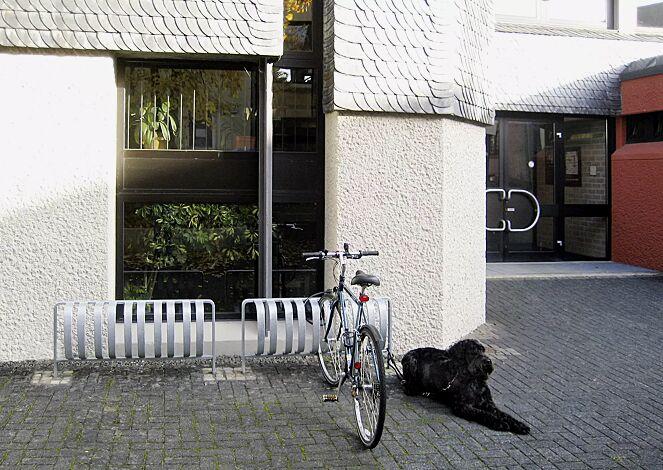 Fahrradständer TOUR einseitig, zum Einbetonieren, 3 Stellplätze, feuerverzinkt