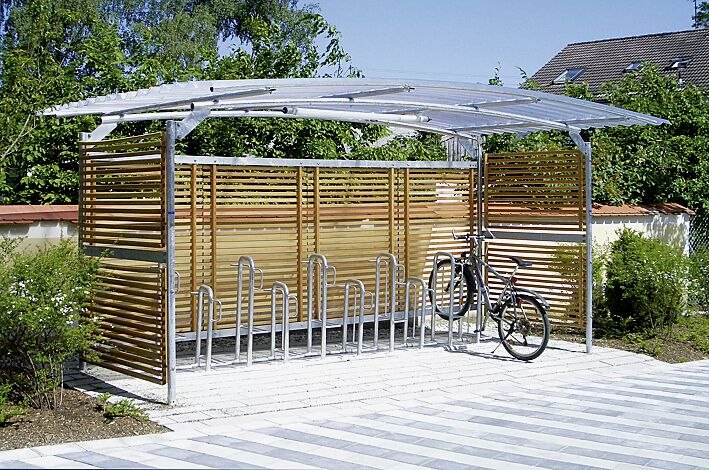 Fahrradüberdachung BWA bausystem®, einseitig, Dach Polycarbonat, klar transparent, Rück- und Seitenwände mit Holzlamellen