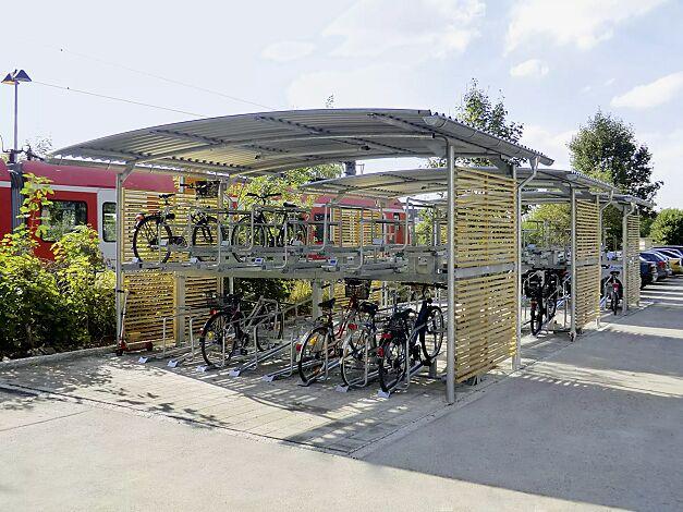 Fahrradüberdachung BWA bausystem® für Doppelstock-Fahrradparksysteme, Dachbreite x Dachtiefe 5200 mm x 4200 mm, Stahlkonstruktion feuerverzinkt, inkl. Seitenwände mit Holzlamellen, Dacheindeckung Stahlwellblech