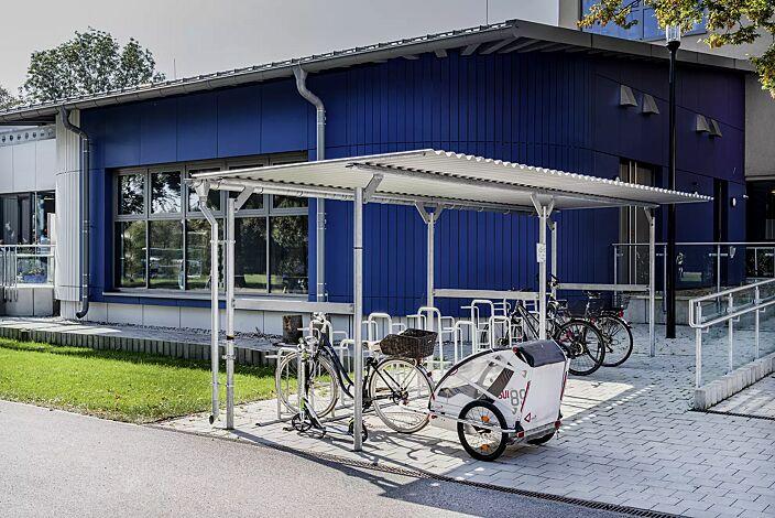 Fahrradüberdachung BWA bausystem®, Dachbreite x Dachtiefe 10000 mm x 2760 mm, inkl. Dachrinne mit Fallrohr, Fahrradparker MISSOURI, Dacheindeckung Stahlwellblech, Stahlkonstruktion feuerverzinkt