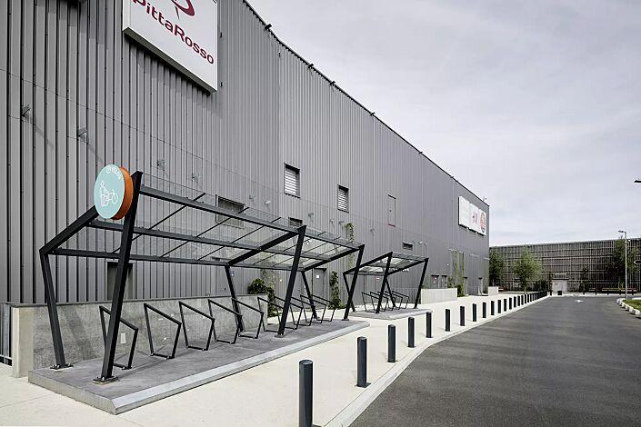 Fahrradüberdachung EDGE, einseitig, Dachbreite x Dachtiefe 7700 mm x 2500 mm bzw. 3900 mm x 2500 mm, Dacheindeckung VSG, Klarglas, mit Anlehnbügel EDGETYRE, Stahlkonstruktion in RAL 7016 anthrazitgrau