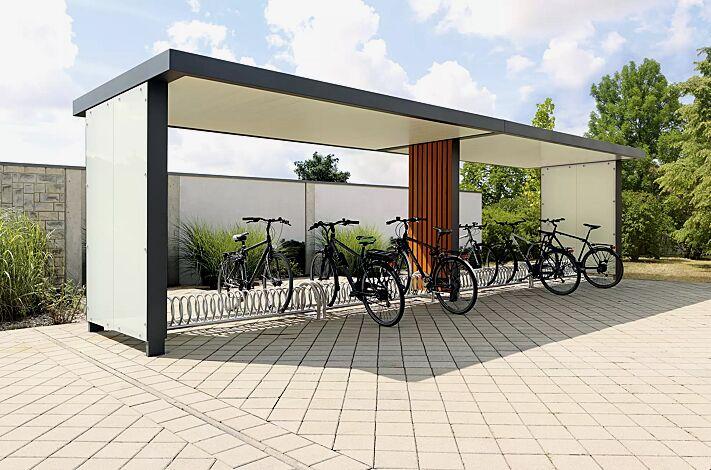 Fahrradüberdachung GEMINI, Dachbreite x Dachtiefe 9160 mm x 2400 mm, Wandelemente in VSG mit matter Folie, senkrechter Holzbelattung (auftragsbezogene Anpassung), Deckenverkleidung sowie Fahrradständer BALLINA, Stahlkonstruktion in RAL 7016 anthrazitgrau
