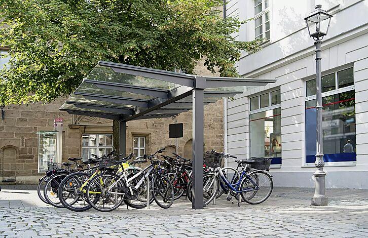 Fahrradüberdachung VIRGO, Dachbreite x Dachtiefe 4720 mm x 4500 mm, doppelseitig, Stahlkonstruktion in DB 703 eisenglimmer