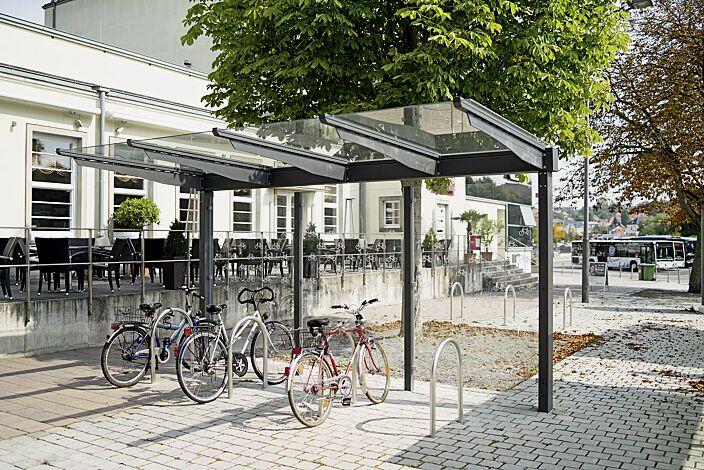 Fahrradüberdachung VIRGO, Dachbreite x Dachtiefe 4720 mm x 2250 mm, einseitig, Rückwand ESG, Klarglas, Scheibendekorbeklebung bauseits, Stahlkonstruktion in DB 703 eisenglimmer