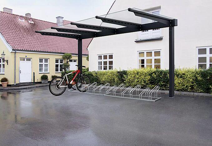 Fahrradüberdachung VIRGO, einseitig, Dachbreite x Dachtiefe 4720 mm x 2250 mm, ohne Rück- und Seitenwände mit Fahrradständer UNIVERSAL, Stahlkonstruktion in RAL 7016 anthrazitgrau