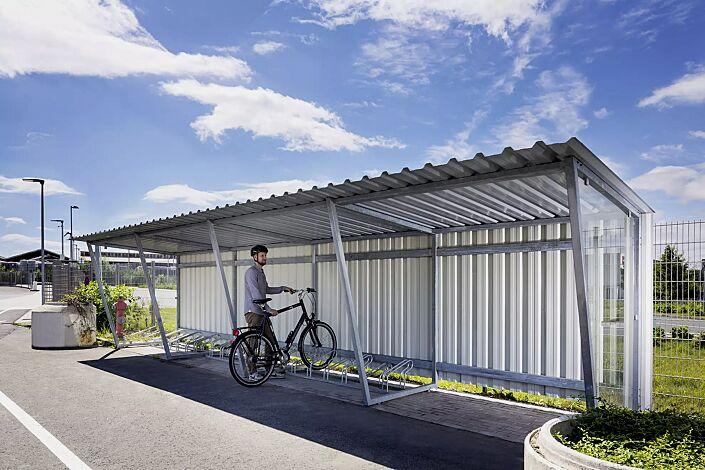 Fahrradüberdachung Z05, Dachbreite x Dachtiefe 9380 mm x 2400 mm, mit Rück- und Seitenwänden sowie Fahrradständer UNIVERSAL, Stahlkonstruktion feuerverzinkt