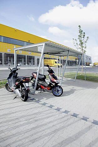Fahrradüberdachung Z05 Dachbreite x Dachtiefe 4820 mm x 2400 mm, feuerverzinkt, inkl. 2 Stück Seitenwände ESG, Klarglas
